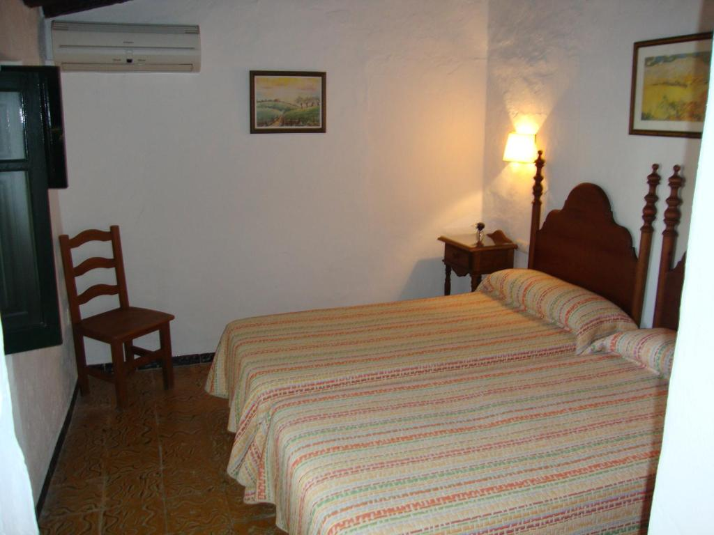 Double or Twin Room with Lounge (3 Adults)