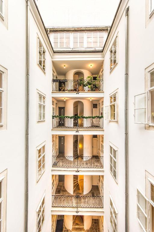 Beautiful City Apartment at famous Ballgasse (23)