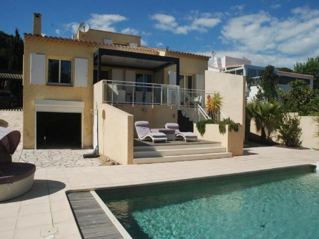 Three-Bedroom Villa With Terrasse, Garden And Private Swimming Pool 172