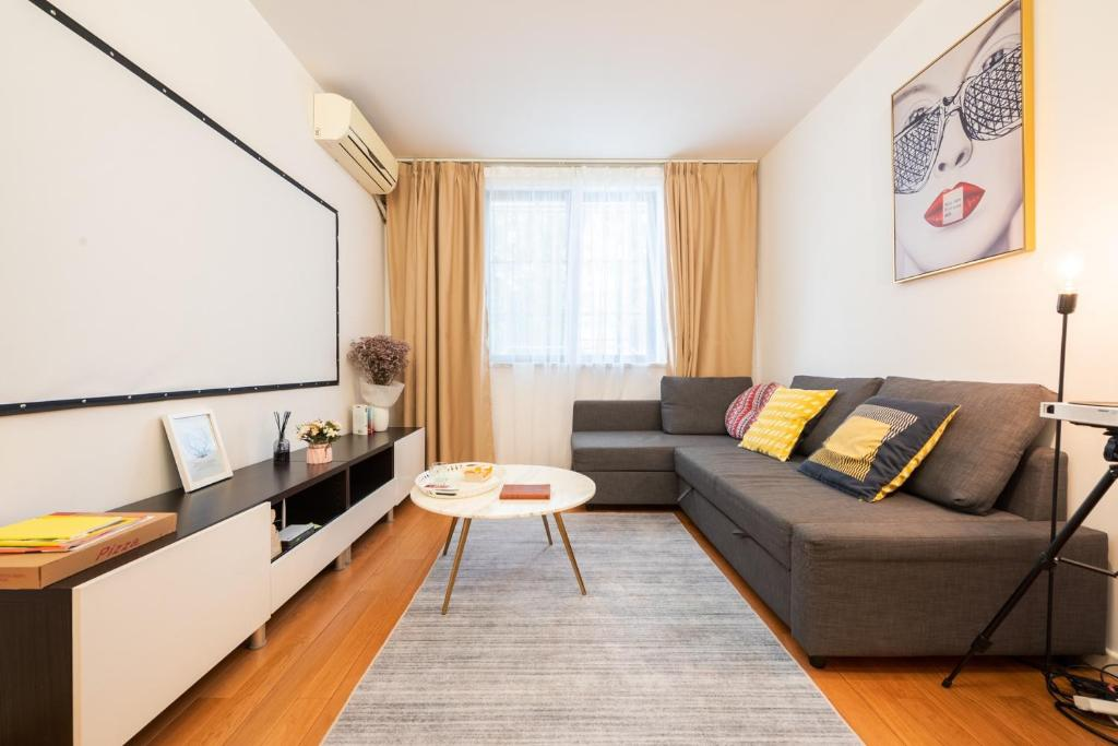 【Zhilian】Nice Two South-facing Bedroom Apartment Near Changshu Road Station
