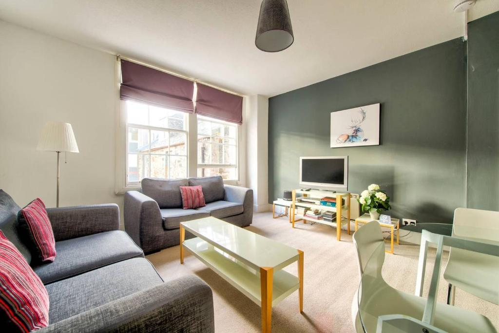 ALTIDO Great Location - Lovely Rose St Apt in City Centre