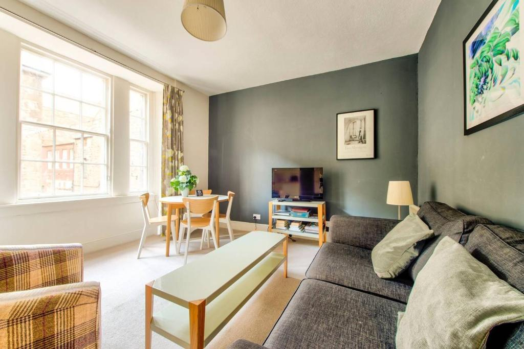 ALTIDO Amazing Location! - Lovely Rose St Apt in New Town