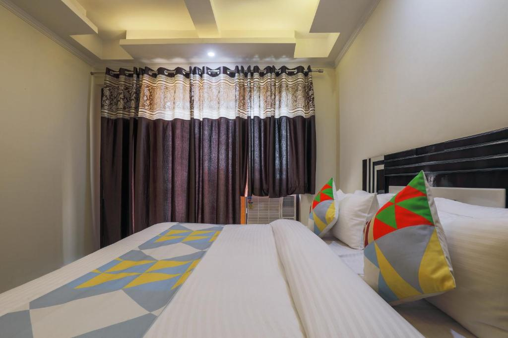 Standard Double Room OYO 19492 Home Modern 3BHK Sector 57