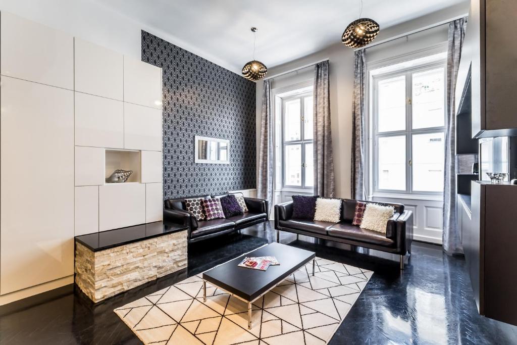 BpR B&W Elegant Home with A / C