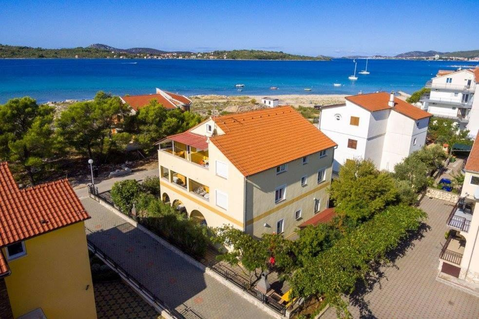 Apartment in Vodice with sea view, terrace, air conditioning, Wi-Fi (4608-7)
