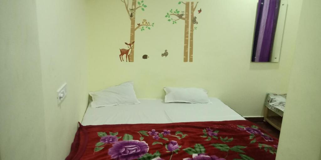 Double Room Hotel natraj pure veg restaurant and Cafe
