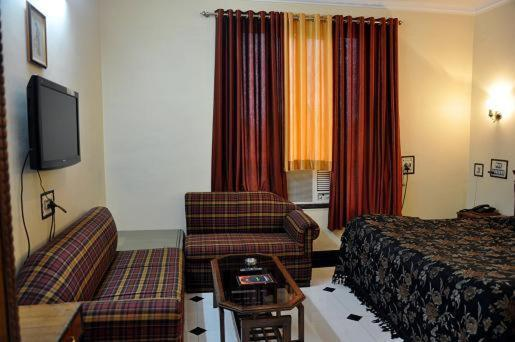 Deluxe Double Room Agrasen Palace