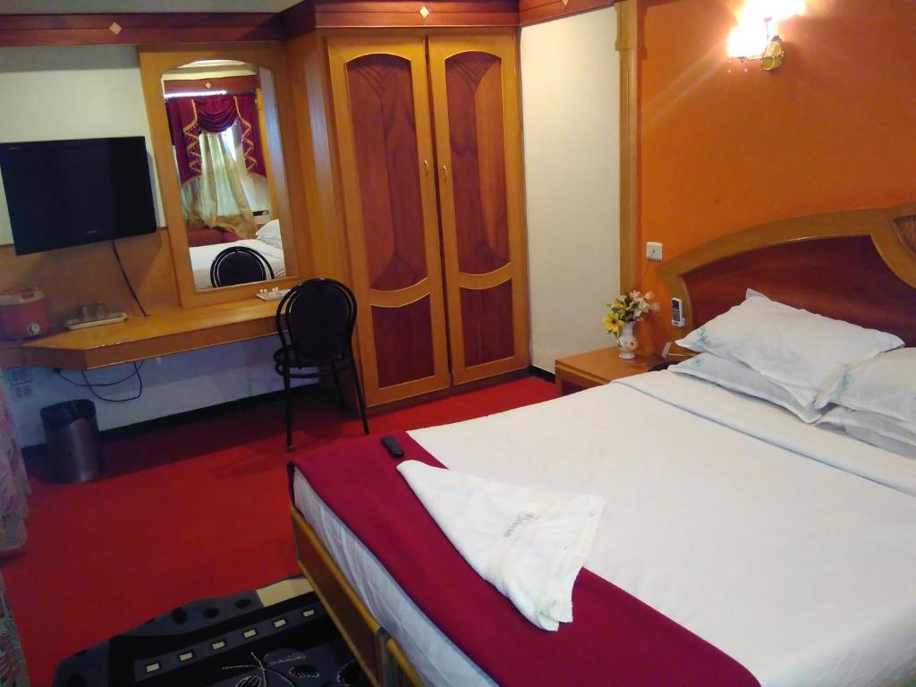 Deluxe Double Room Sathyam Grand