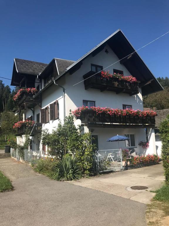 Ferienhaus Villa Nusswald, 9201 Krumpendorf am Wörthersee