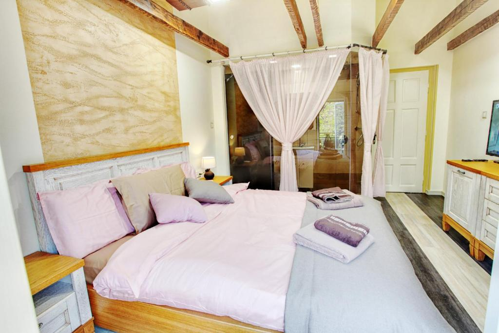 Deluxe Double Room Boutique Guest House Yes For You