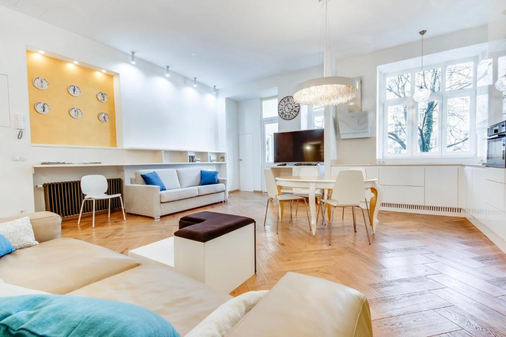 Central and Luxurious Beethovnova Apartment