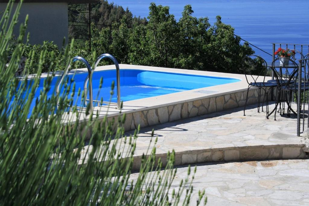 ctbv103/ Holiday home with private pool
