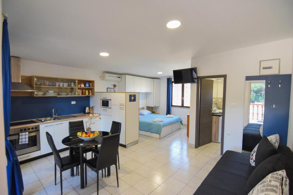 F-Holiday Apartment