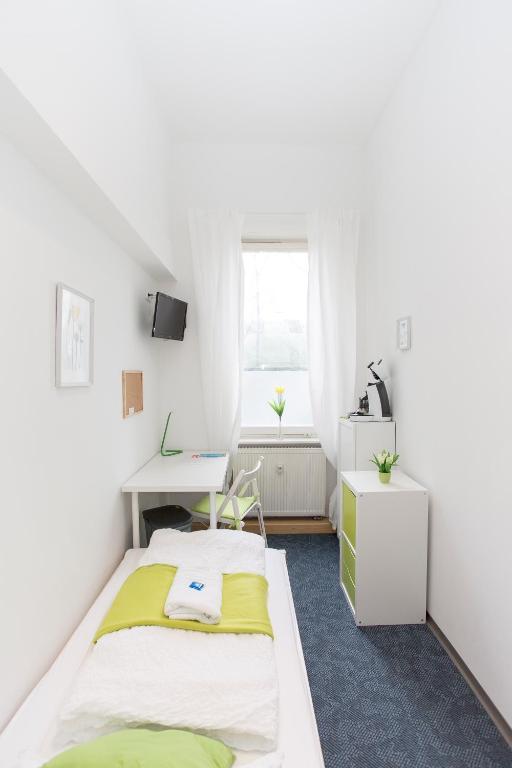Schones Hell Mobliertes Zimmer Paris In Nuremberg Germany Wander