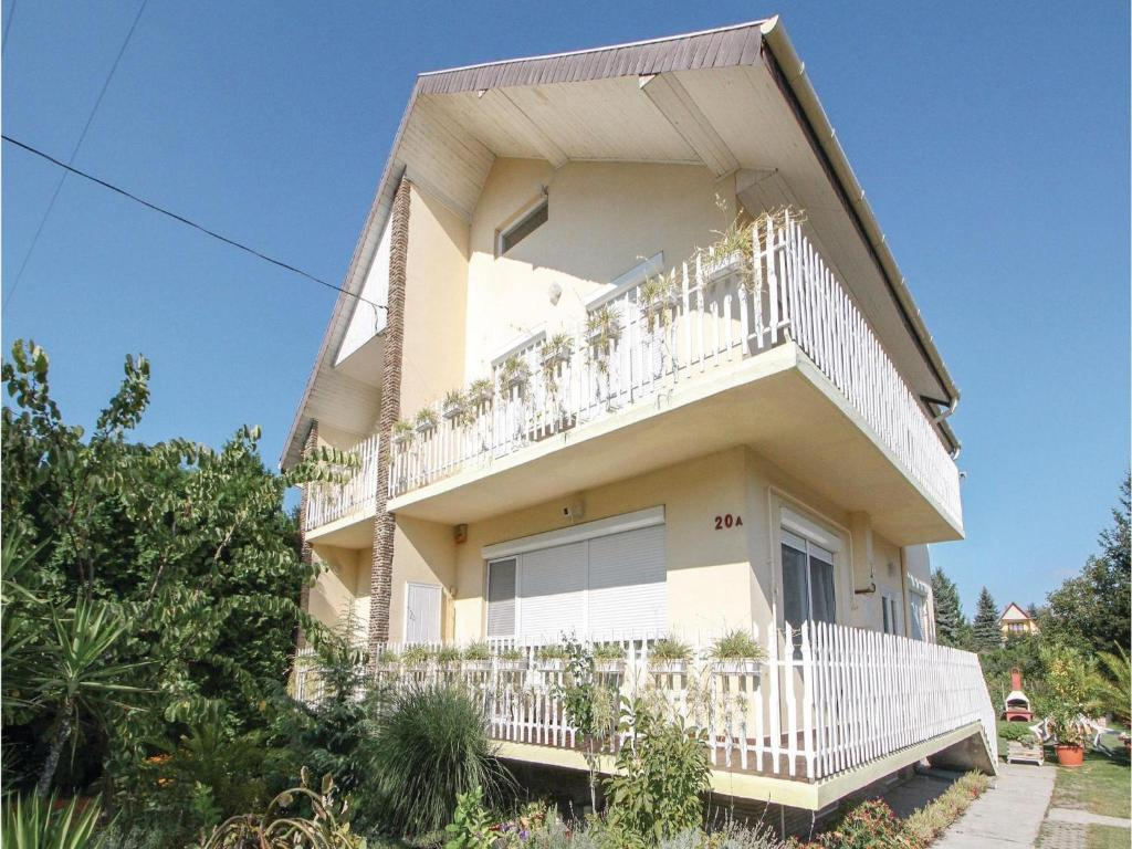 Two-Bedroom Apartment in Balatonboglar