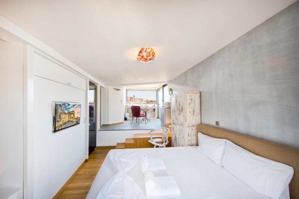 Topfloor stylish apartment with Acropolis view!