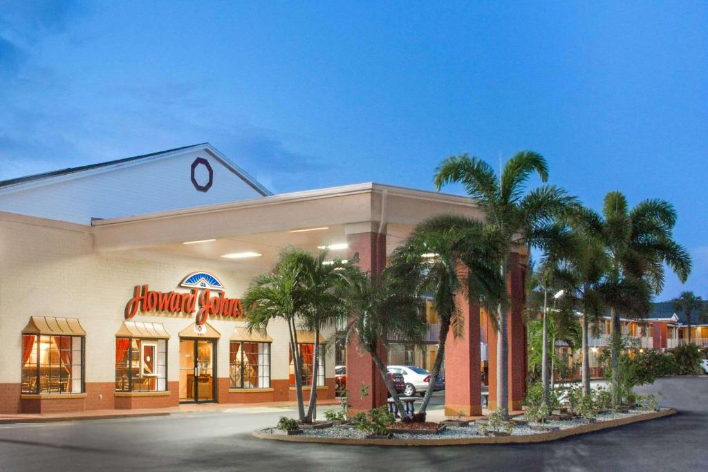 Howard Johnson by Wyndham Ft. Myers FL