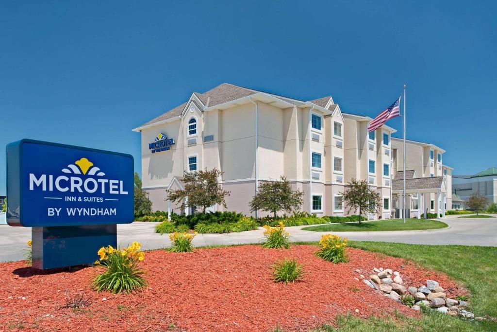 Microtel Inn & Suites by Wyndham Bluffs