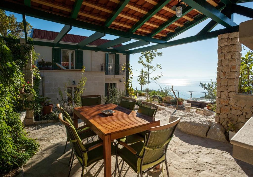 Alojamiento Vacacional ctma244/ Lovely holiday house with private whirlpool