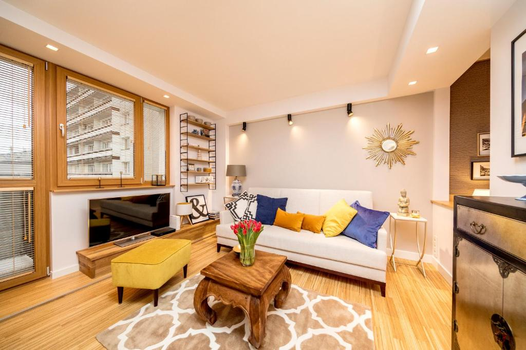 Golden Apartment with Air Condition by Your Freedom
