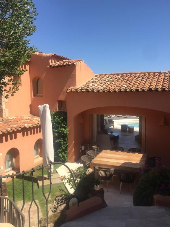 Luxury villa in porto cervo img2