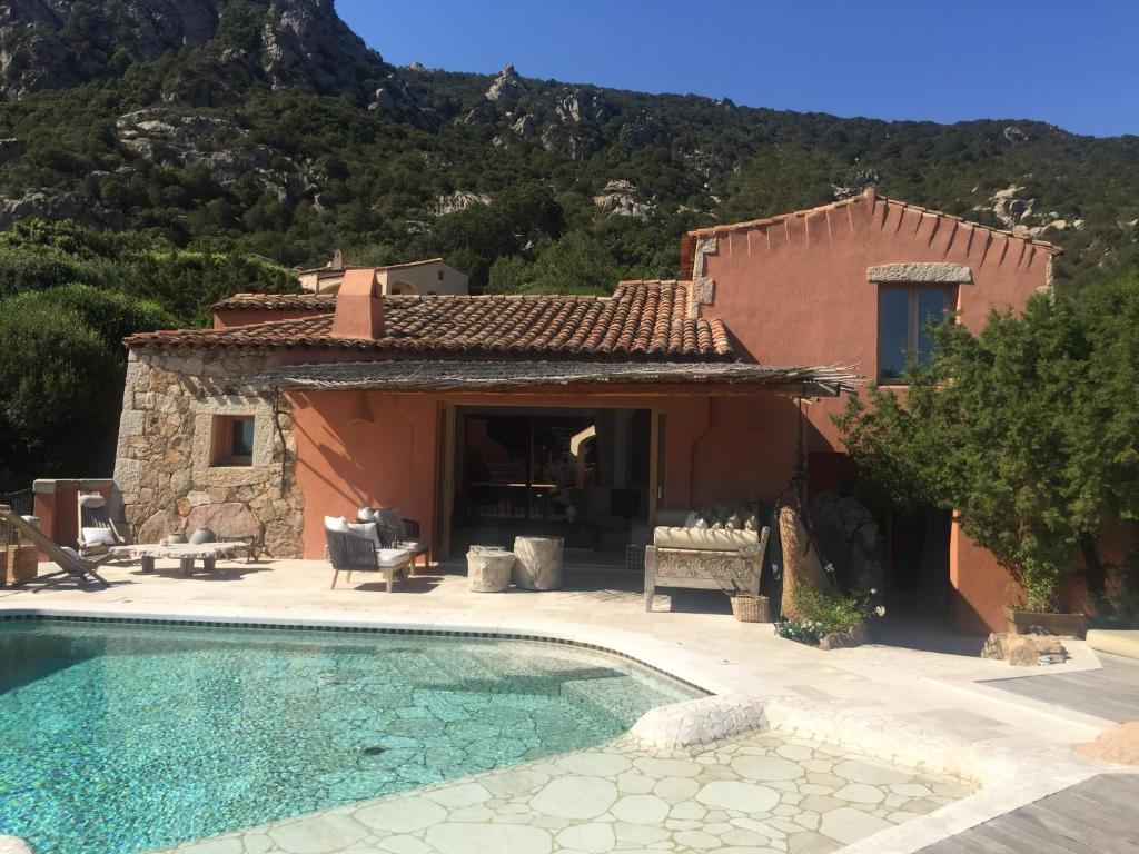 Luxury villa in porto cervo img1