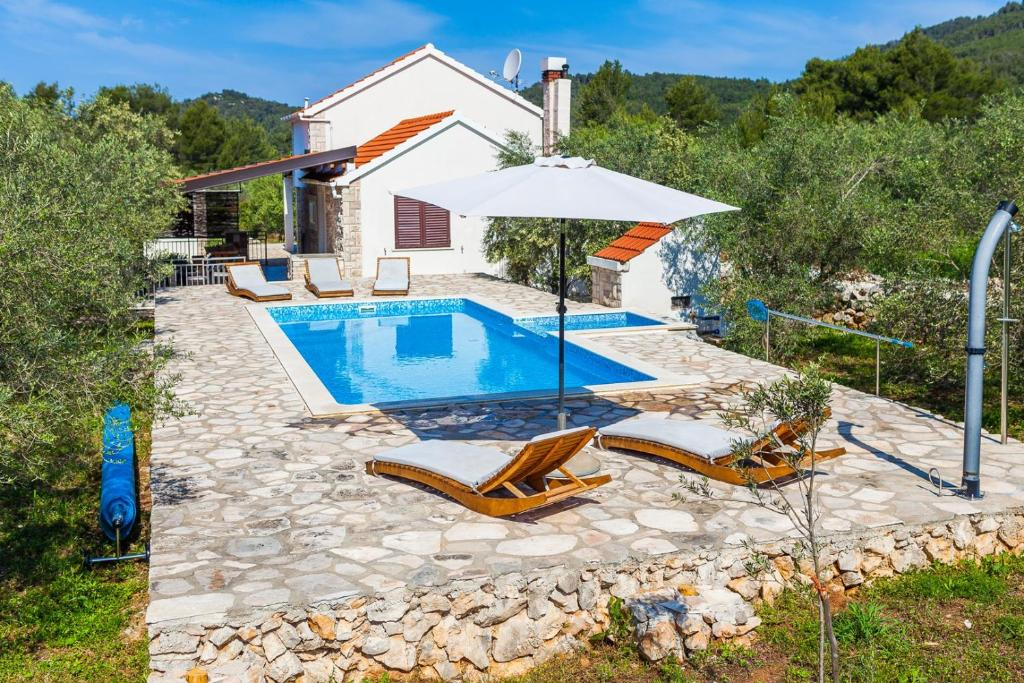 ctko216/ Charming holiday house with private pool