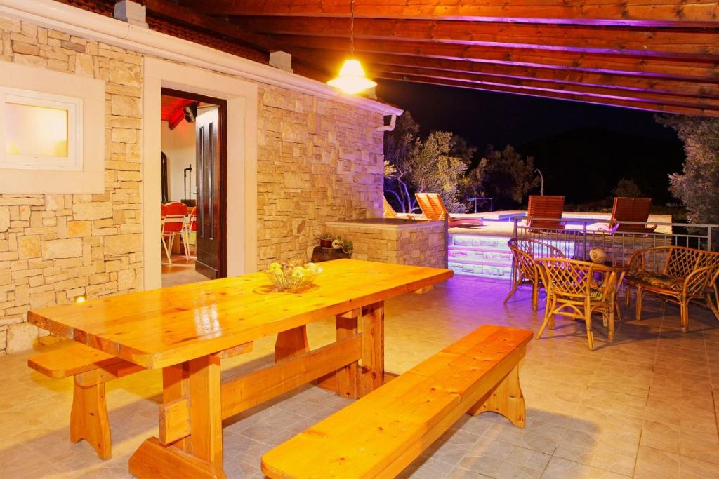 Villa con piscina privada ctko216/ Charming holiday house with private pool