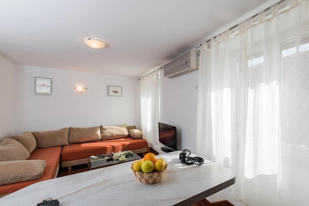 Apartamento 1 Apartments in Trogir 7423
