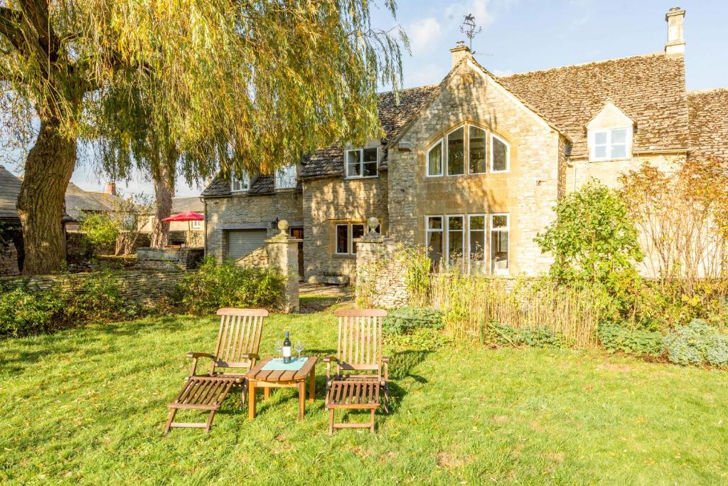 Traditional Cotswold Cottage with Stunning Garden