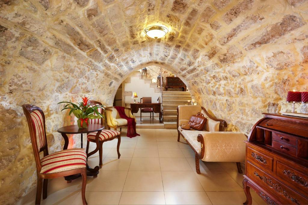 Archontiko Old Town Suites