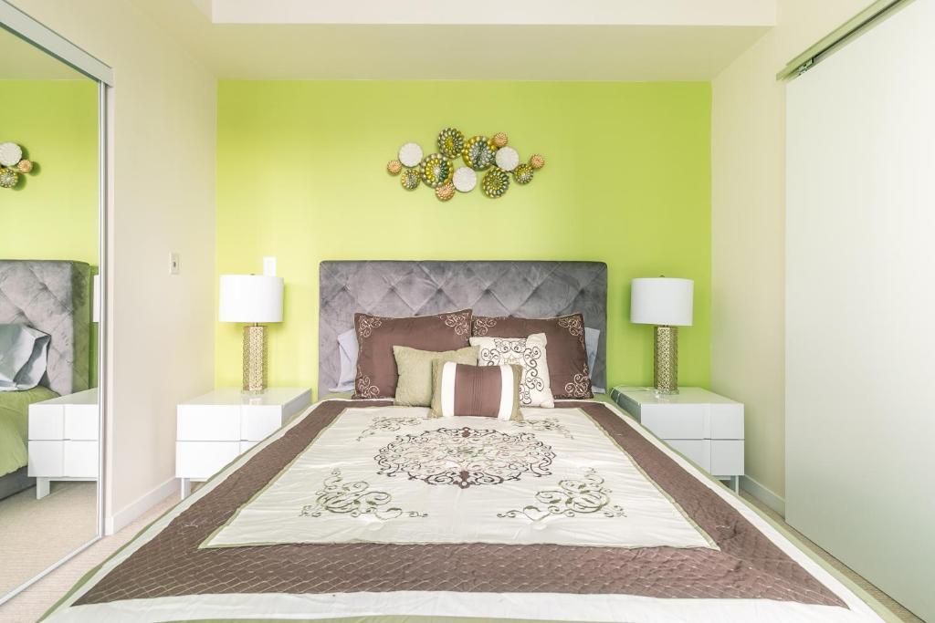 Simply Comfort. Maple Leaf Square