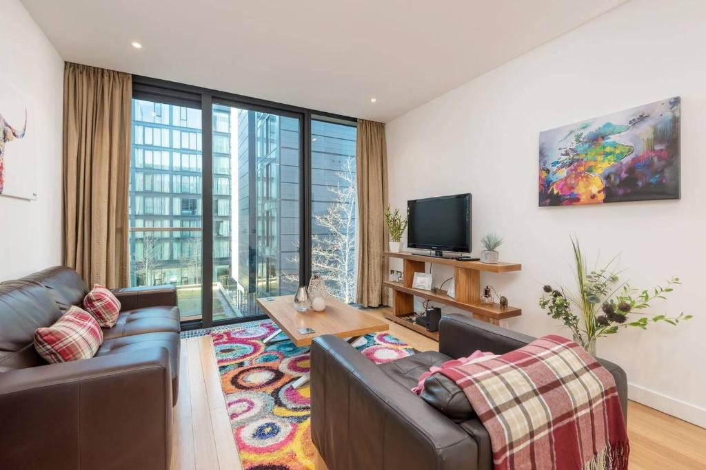 ALTIDO Modern Yet Homely Quartermile Apartment With Elevator