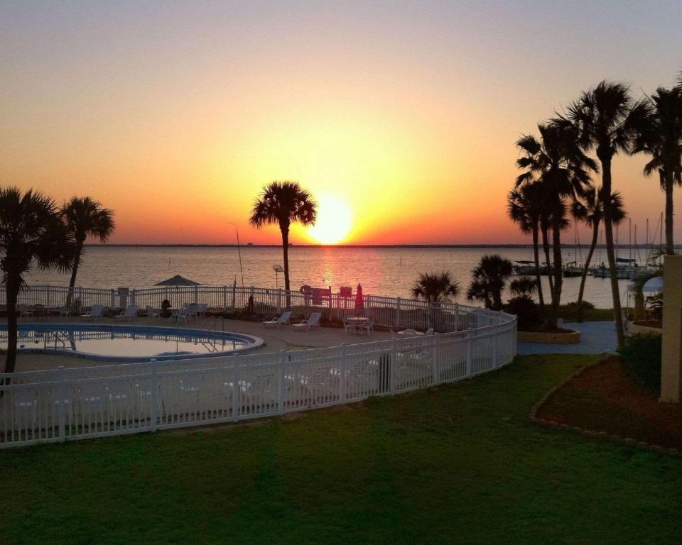 Quality Inn & Suites on the Bay near Pensacola Beach