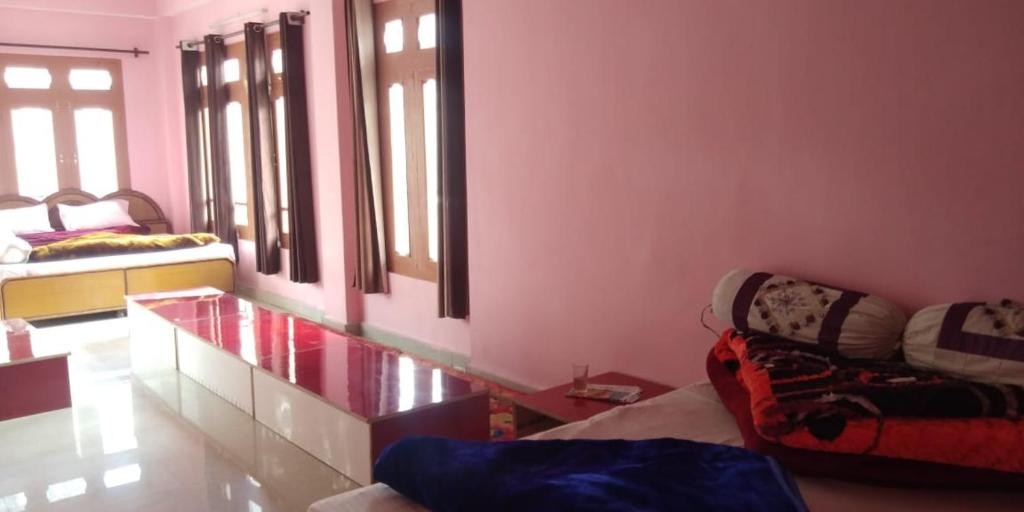 Deluxe Room Suraj Cafe & Guest House
