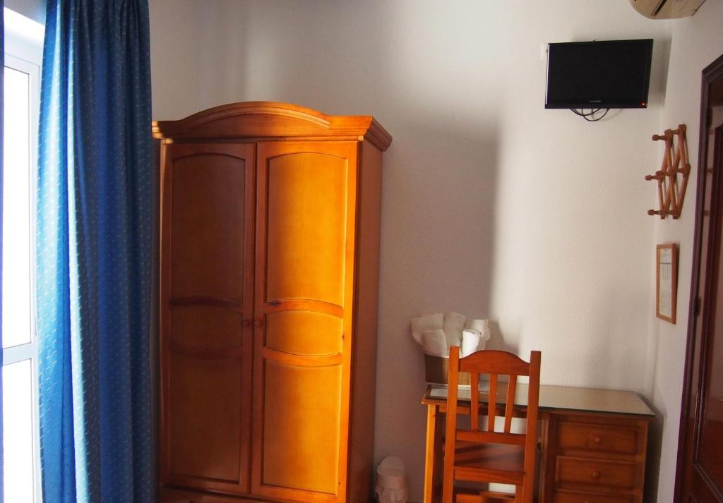Twin Room with Private External Bathroom Hostal Fantoni