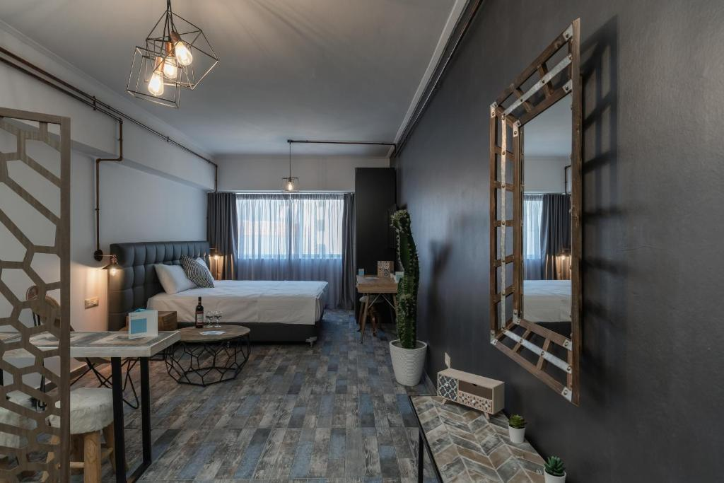 Superb Industrial Style Lodge Heart of Athens
