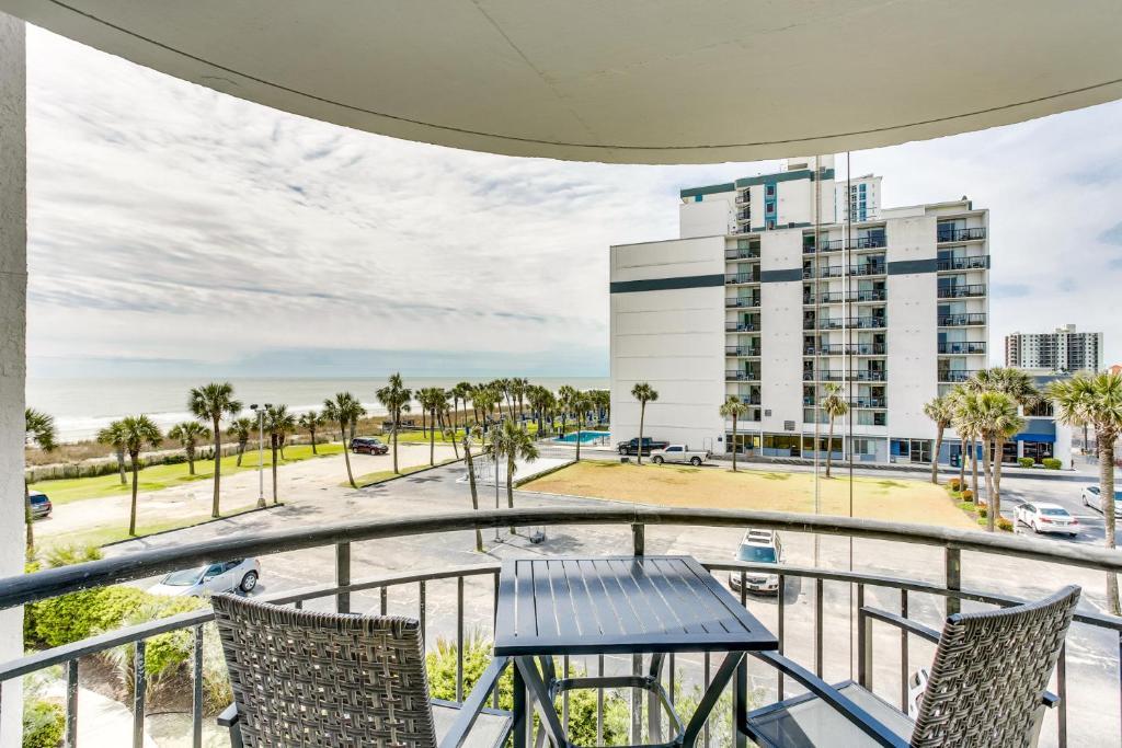 Oceanview condo Steps to the beach w No Resort Fees