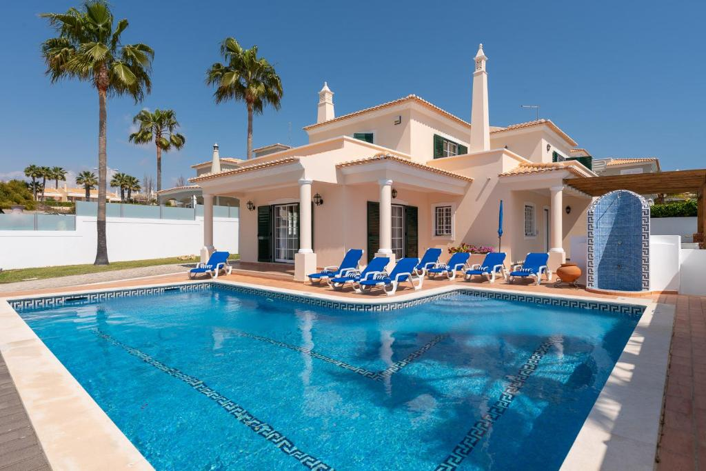 Villa Minerva by Popular Villas