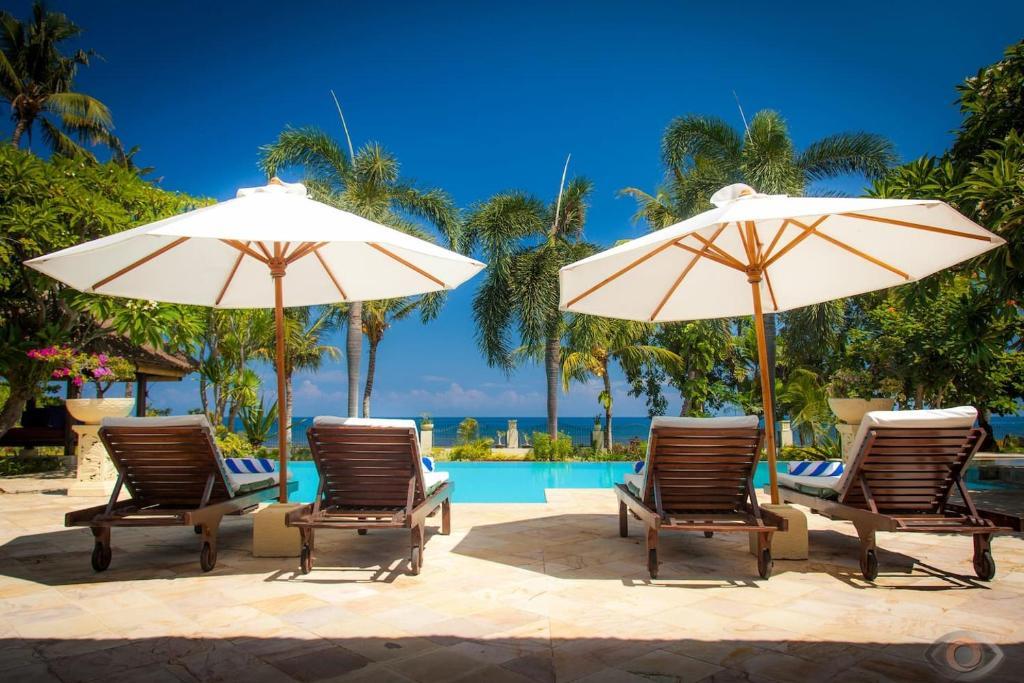 Villa Segara Murti - Stylish Beachfront Villa!