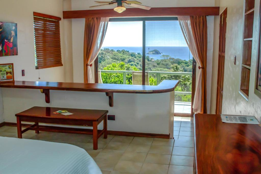 Deluxe Double Room with Balcony and Sea View Si Como No Resort & Wildlife Refuge