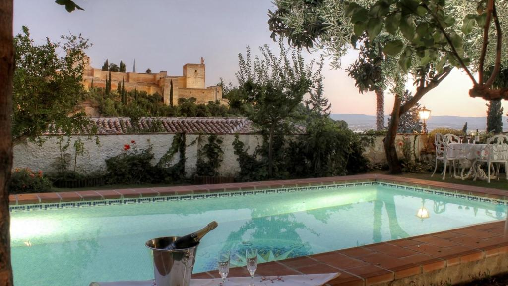 2.5 Million Villa. Magical Sunset. Super close to everything. 5BR, 4BA, Pool, A/C+Heating