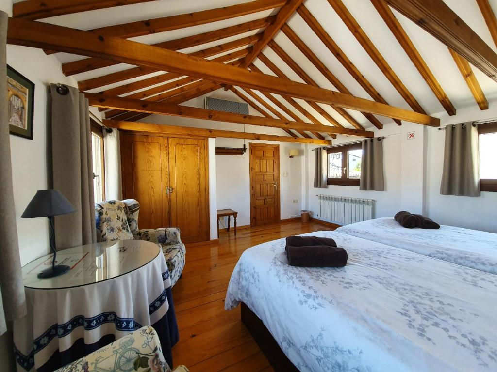 Double Room with Alhambra views and private terrace - 2 beds Casa del Aljarife
