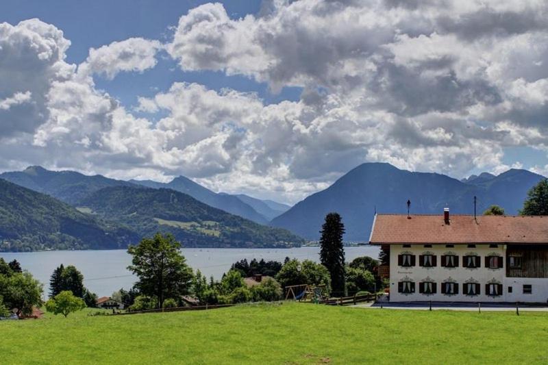 узнать фото виллы горбачева на озере тегернзее найдете