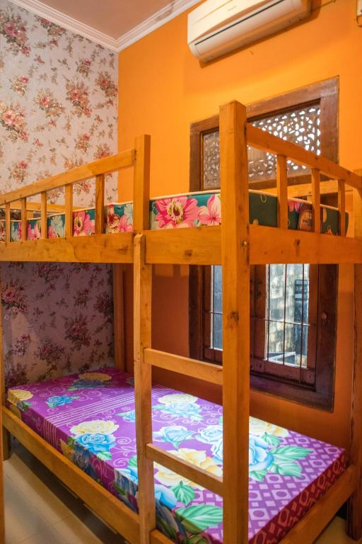 Bed in 4-Bed Mixed Dormitory Room BaliOmah Guest House