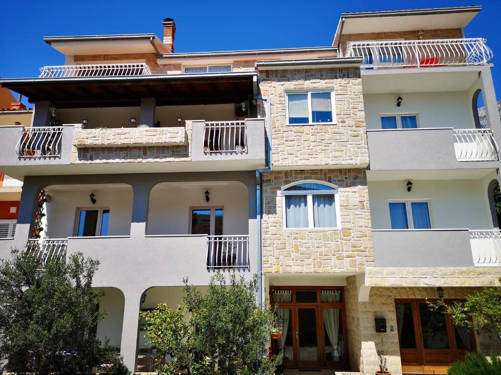 Apartments Villa Dona