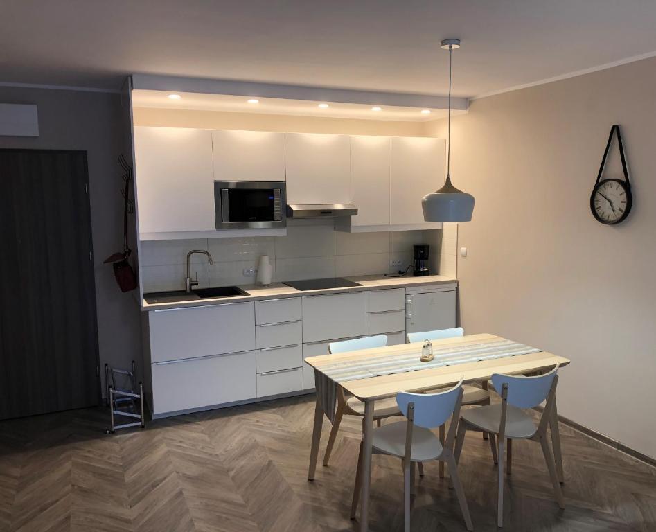 noclegi Pogorzelica Apartament Bryza z ogródkiem