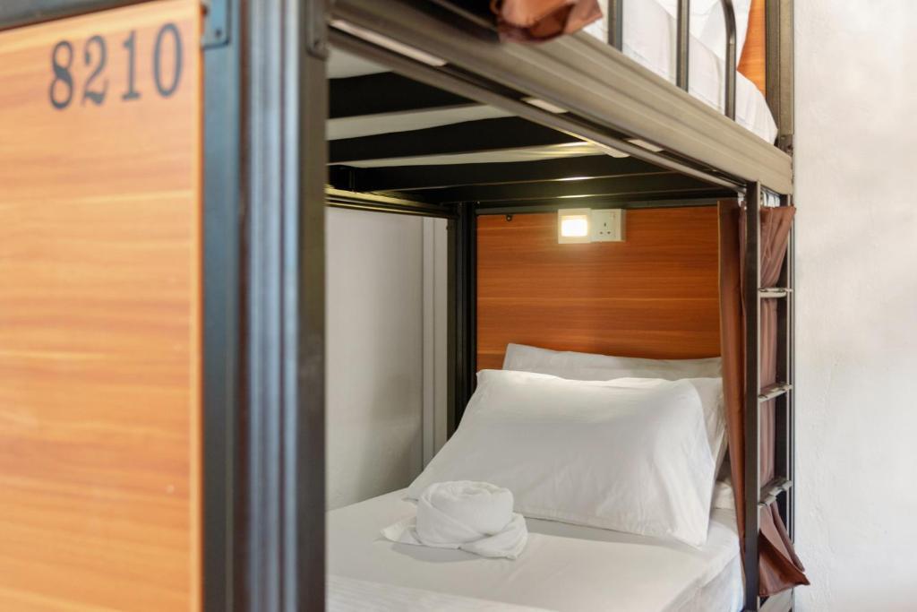 7 Wonders Hostel @ Upper Dickson (SG Clean)