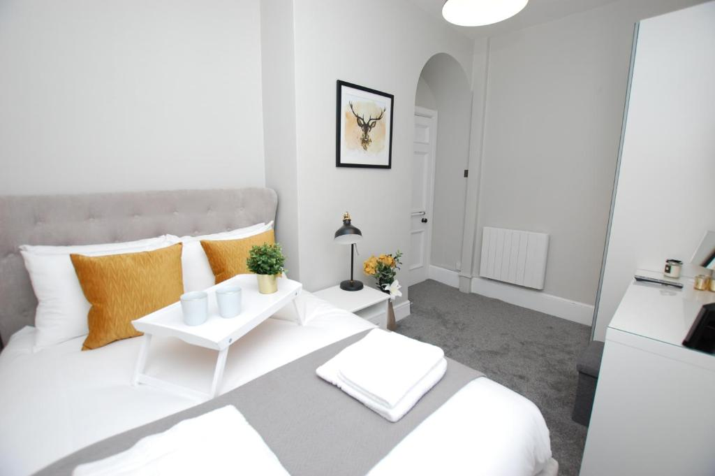 Watergate St - Modern apartment in historic listed building