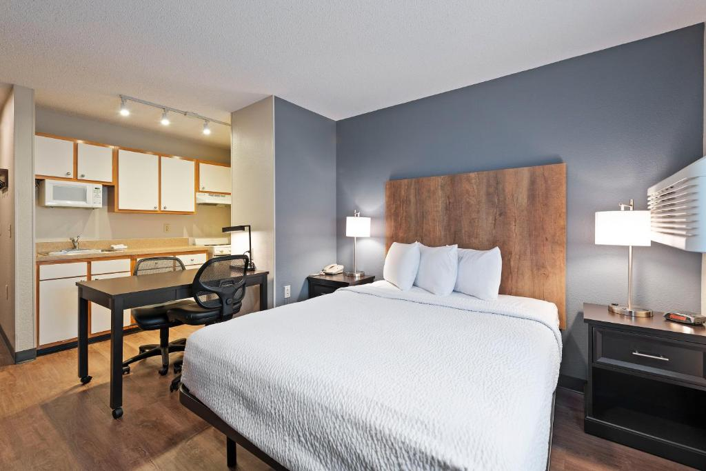 Extended Stay America Suites - Charlotte - University Place - E McCullough Dr